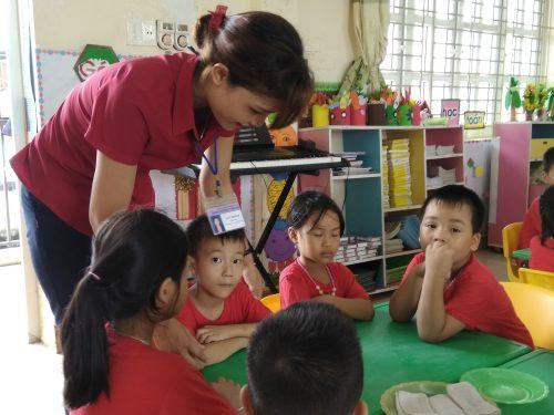 Không thể phủ nhận công sức của các thầy cô tham gia thi giáo viên dạy giỏi. Tuy nhiên, do công tác tổ chức đầy rẫy các mặt trái nên hiệu quả hầu như không có.