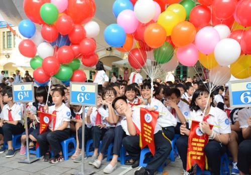 Học sinh trường THCS Trưng Vương trong lễ khai giảng