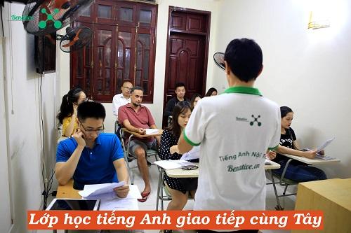 Học tiếng Anh cùng Tây tại Hà Nội