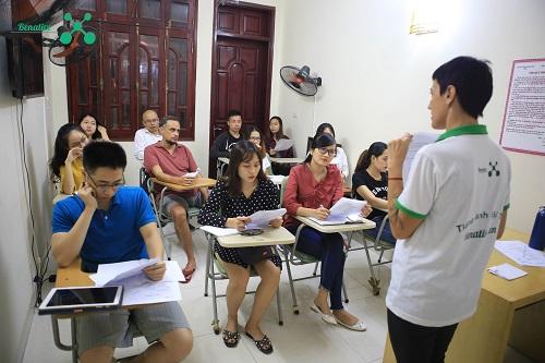 Lớp học tiếng Anh giao tiếp Tại Benative