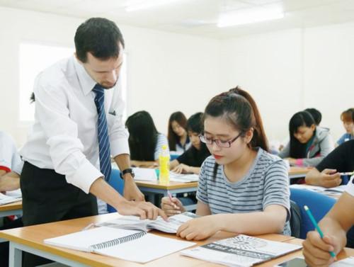 Thí sinh ôn tập thi lấy chứng chỉ ngoại ngữ