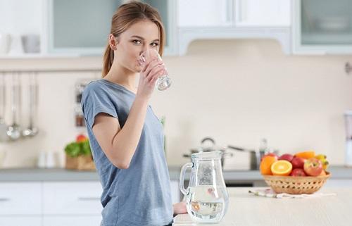Uống thật nhiều nước trước bữa ăn
