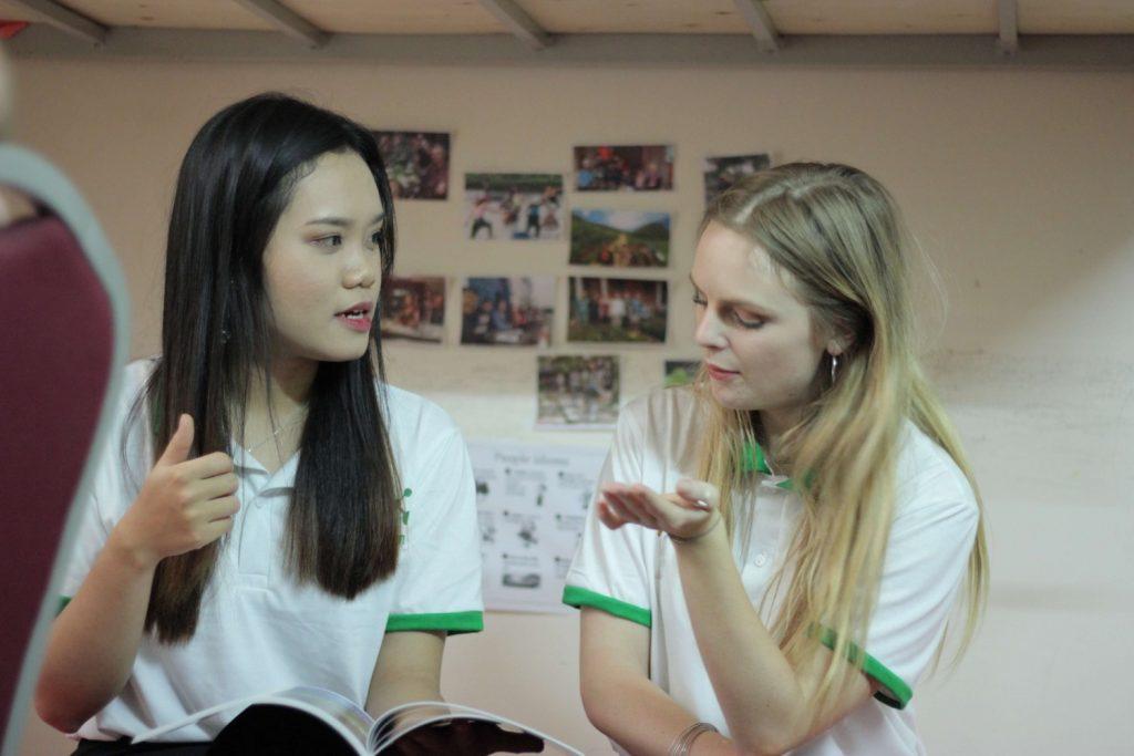 Học tiếng Anh cùng người nước ngoài