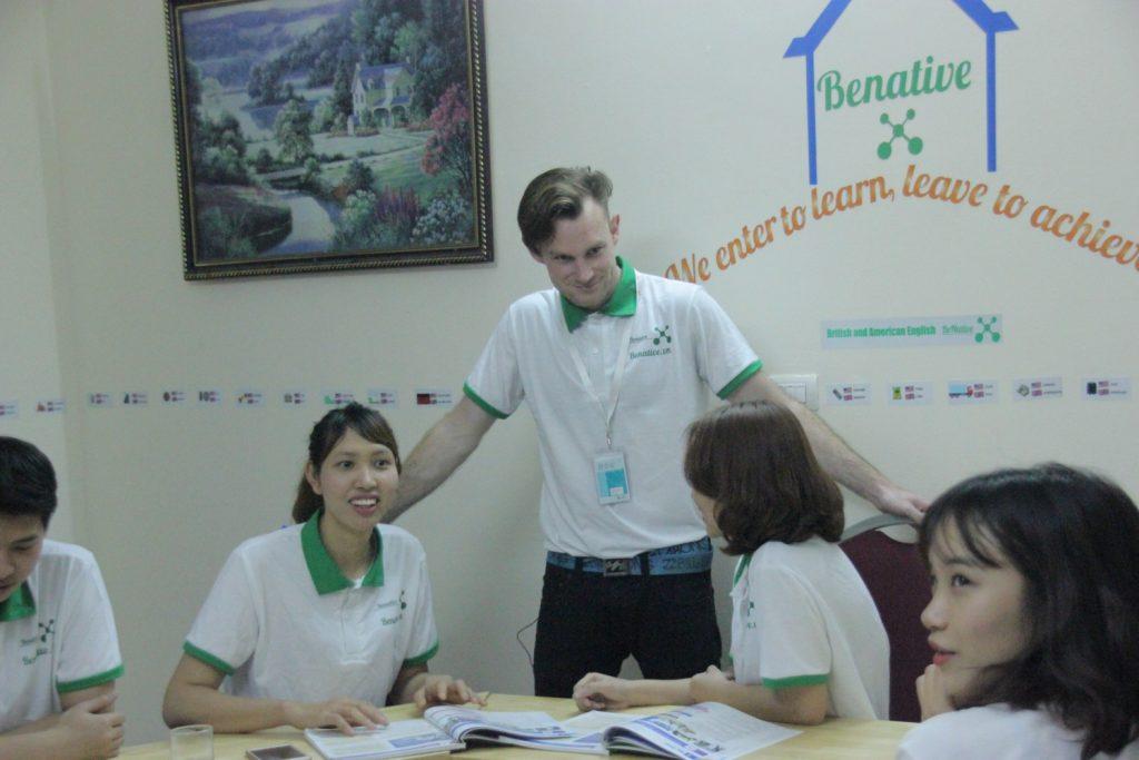 Học tiếng Anh cùng Tây tại Benative